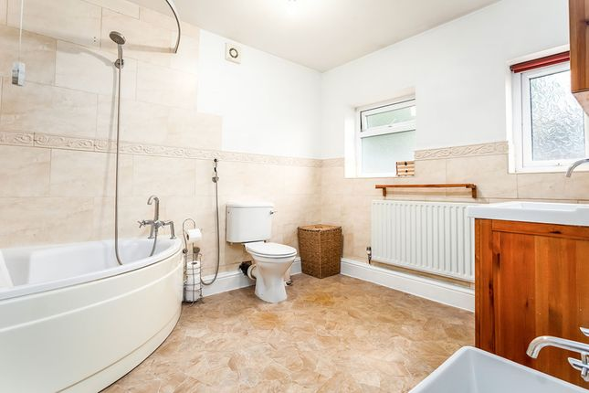 Family Bathroom of Victoria Avenue, Batley, West Yorkshire WF17