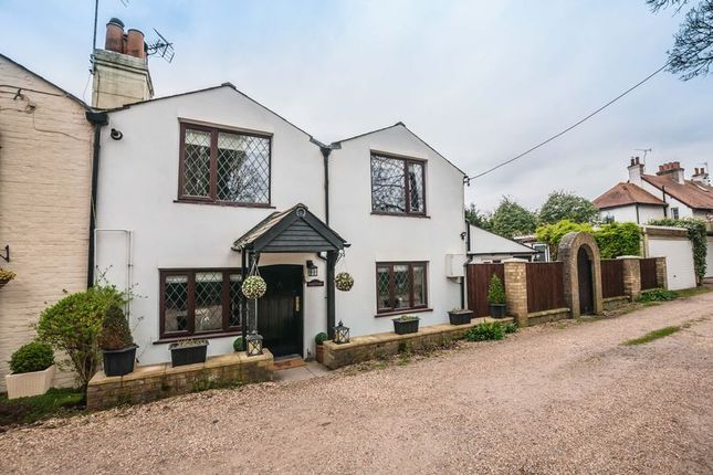 3 bed terraced house for sale in Bath Road, Littlewick Green, Maidenhead