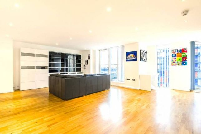 2 bed flat to rent in Canary Wharf, London