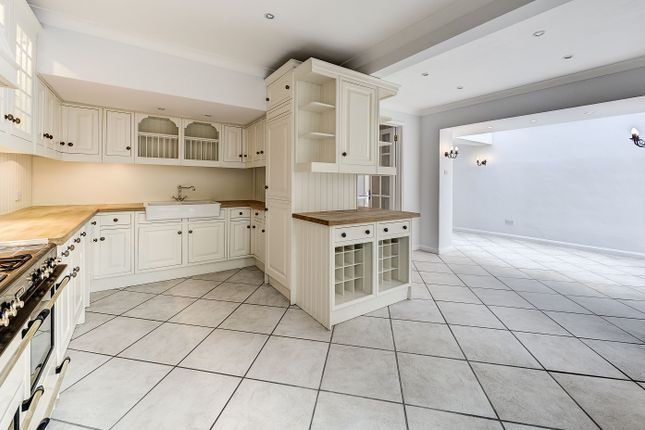 Thumbnail Property to rent in Belsize Road, London