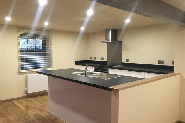 Thumbnail Flat to rent in Cairns Close, Lichfield