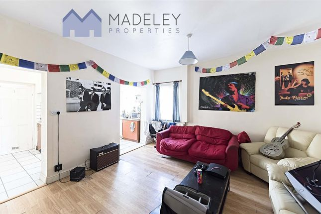 Thumbnail Shared accommodation to rent in Overdale Road, London