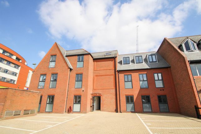 1 bed flat to rent in Wessex House, Park Street, Camberley