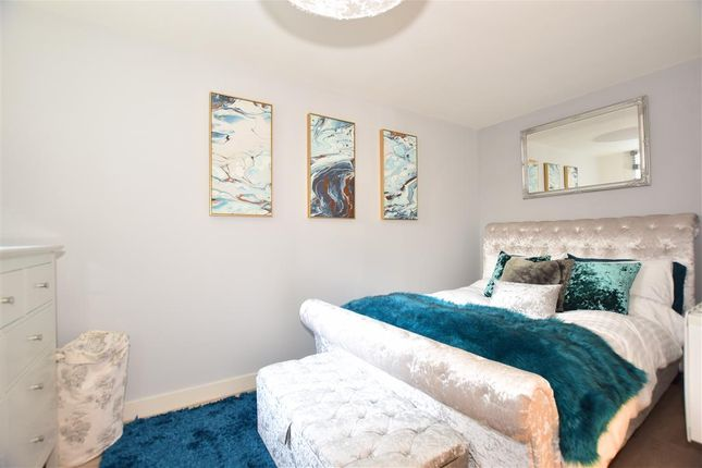 Thumbnail Flat for sale in Worthing Road, Horsham, West Sussex