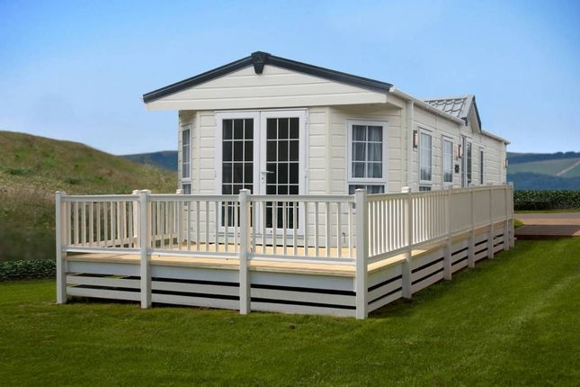 Thumbnail Lodge for sale in Brigg Road, Caistor, Market Rasen