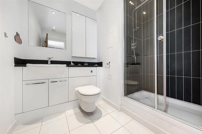 Bathroom of Mapleton Road, London SW18