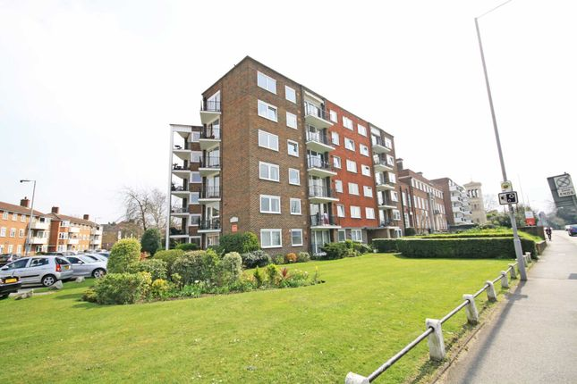 2 bed flat to rent in The Hermitage, Portsmouth Road, Kingston Upon Thames