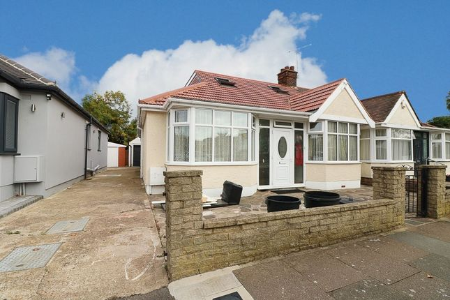 Thumbnail Bungalow to rent in Greenleafe Drive, Ilford