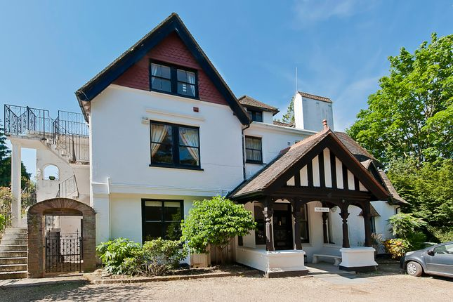 Thumbnail Flat to rent in Noirmont, Cobbetts Hill, Weybridge