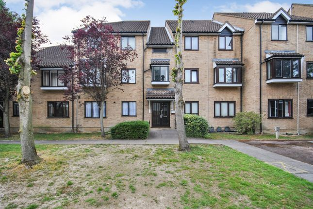 Thumbnail Flat for sale in The Meadows, Sawbridgeworth, Hertfordshire