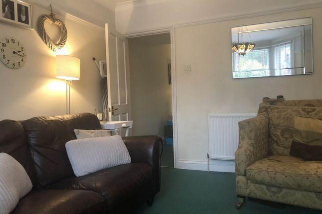Living Room Image 4