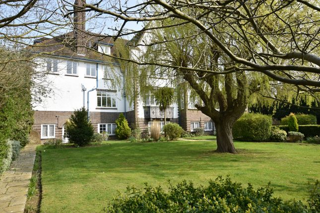 Thumbnail Flat for sale in Second Avenue, Frinton-On-Sea