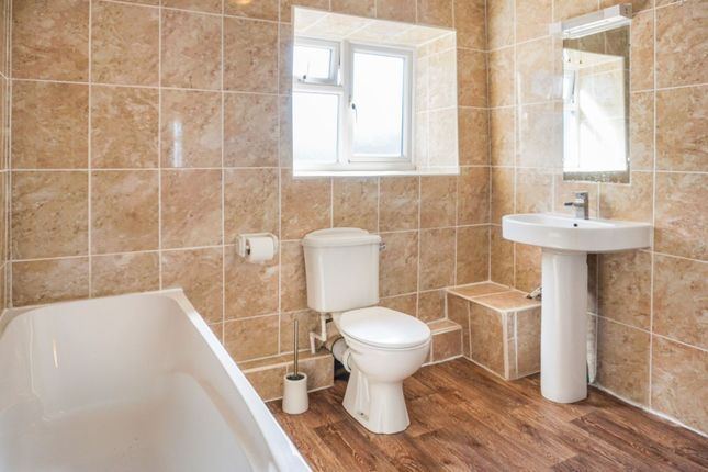 Bathroom of High Street, Swayfield, Grantham NG33