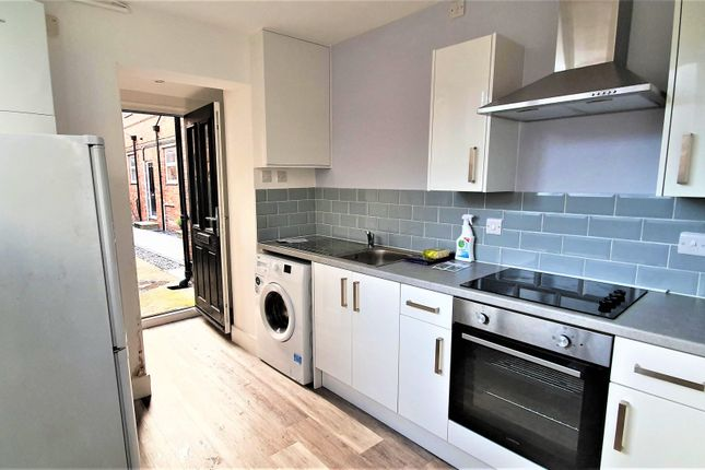 Thumbnail Flat to rent in Trinity Street, Chester