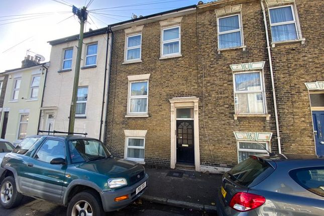 1 bed flat to rent in Fonblanque Road, Sheerness, Kent. ME12