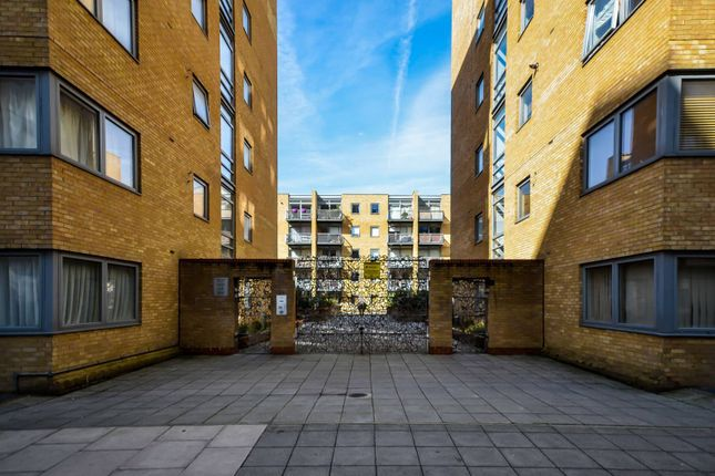 Thumbnail Flat to rent in Cassilis Road, Canary Wharf