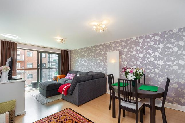 2 bed flat to rent in Dolben Court, Montaigne Close, Westminster, London