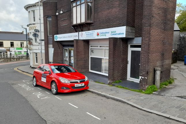 Thumbnail Office to let in Lock Up Retail/ Office Unit, 1A Station Hill, Bridgend