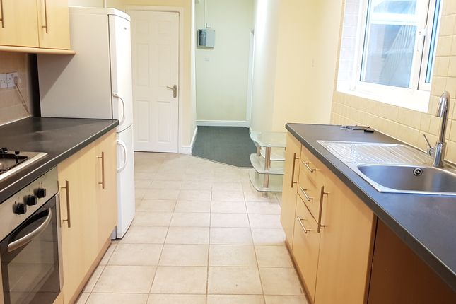 Thumbnail Shared accommodation to rent in Hartington Road, Leicester