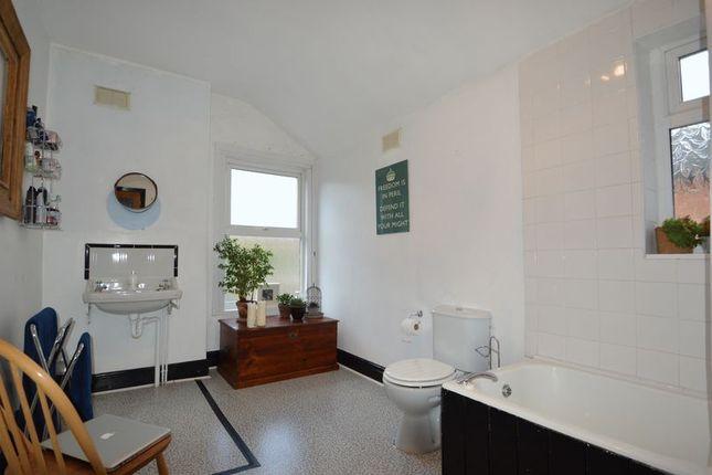Bathroom of 100 Springfield Road, Kings Heath, Birmingham B14