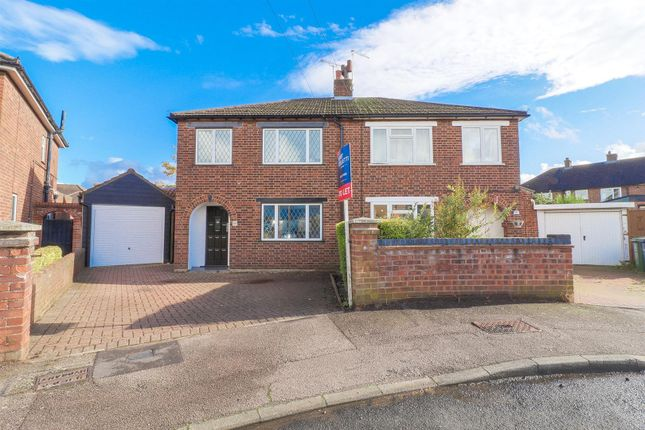 Thumbnail Detached house to rent in Manor Road, Hoddesdon, Hertfordshire