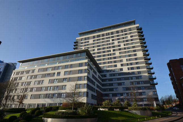 Thumbnail Flat to rent in Skyline Plaza, Town Centre, Basingstoke, Hampshire