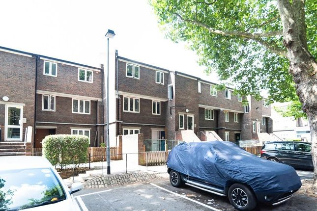Thumbnail Maisonette to rent in Coopers Lane, London