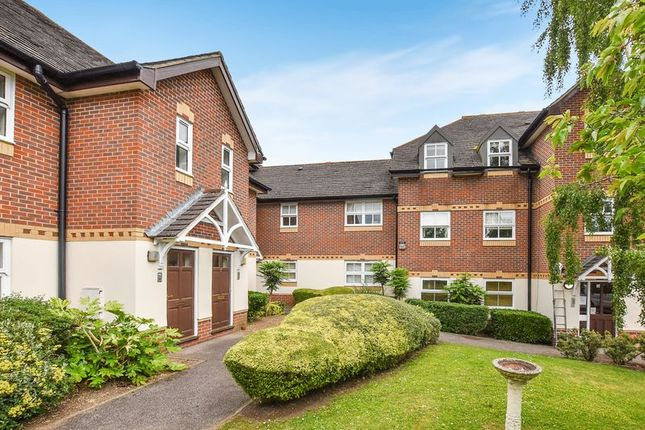 Thumbnail Flat for sale in Farriers Mews, Abingdon