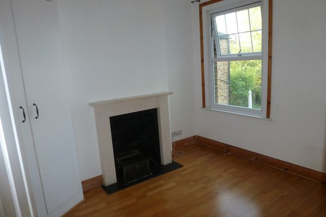 Room to rent in Victoria Road, London