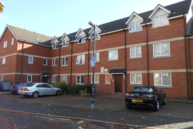 Thumbnail Flat to rent in Halliwell St, Chorley