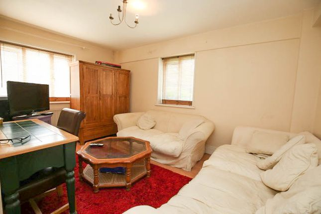 Thumbnail Flat for sale in Basingdon Way, Camberwell