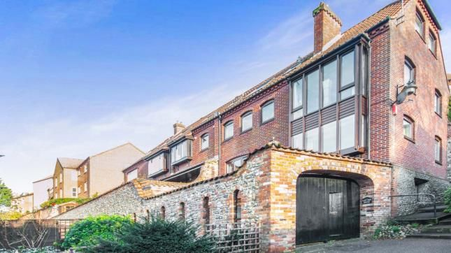 2 bed end terrace house for sale in Beccles, Suffolk