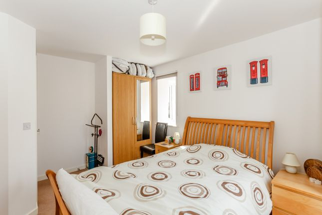 Bedroom of Pyle Close, Addlestone KT15