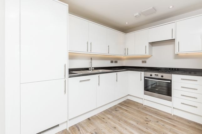 Thumbnail Flat to rent in Cambridge Road, Norbiton, Kingston Upon Thames