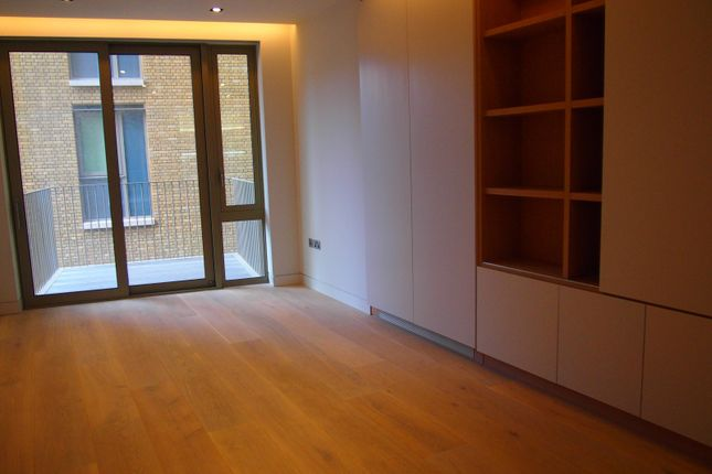 2 bed flat for sale in Chatsworth House, Duchess Walk, London