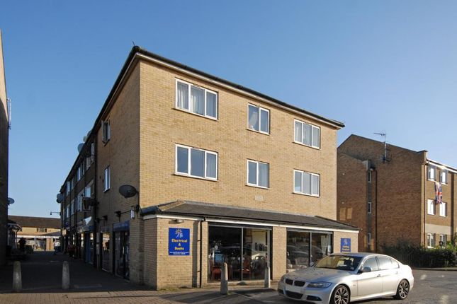 Thumbnail Flat to rent in Town Centre, Carterton