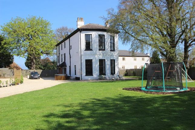 Thumbnail Country house for sale in Abbotswood, Evesham