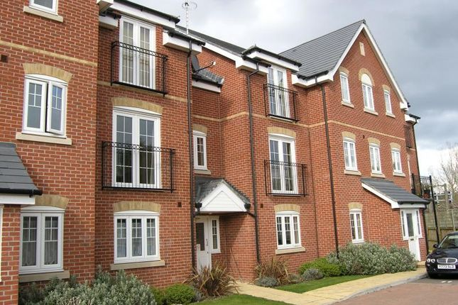 Thumbnail Flat to rent in Kennet Way, Hungerford