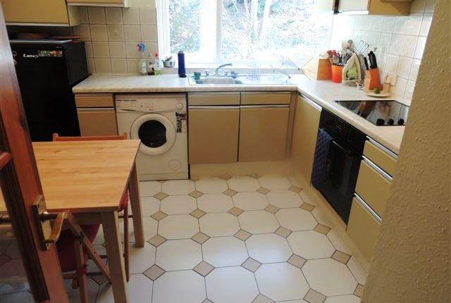 2 bed flat to rent in Trenholme Court, Beechwood Road, Caterham CR3