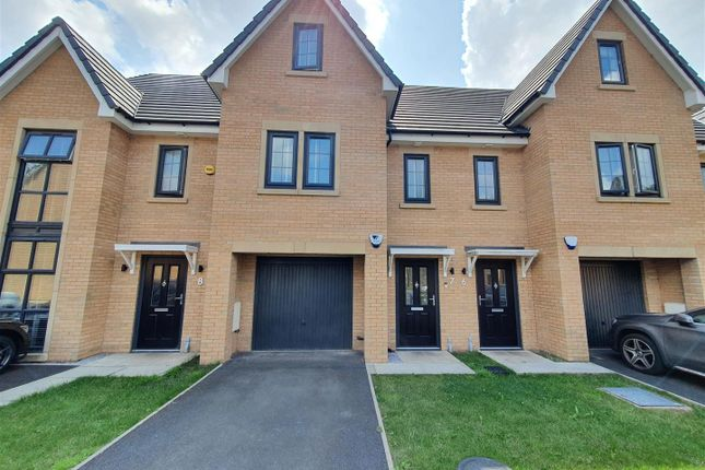 Thumbnail Town house for sale in Steeple View Close, Hyde