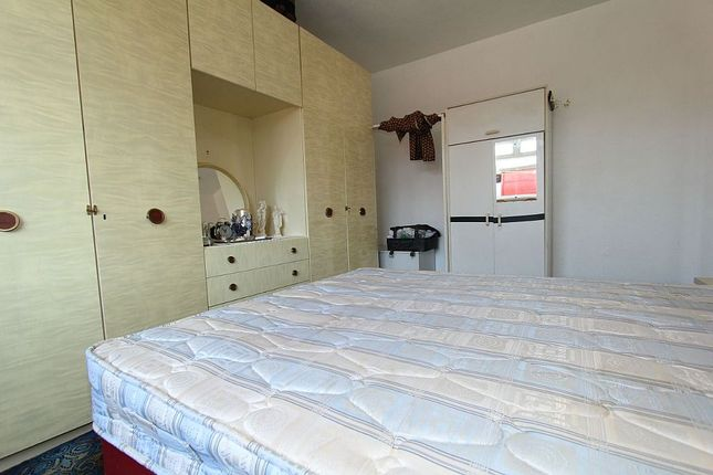 Bedroom 1 of Clayton Rise, Wakefield, West Yorkshire WF1
