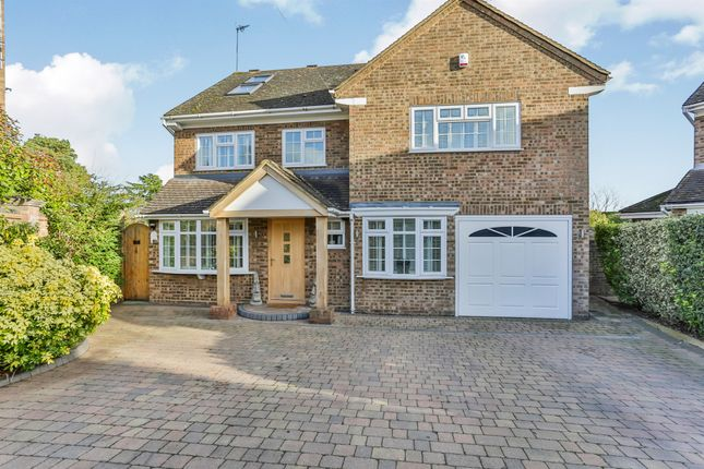 Thumbnail Detached house for sale in Parkwood Close, Broxbourne