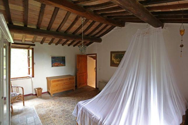 Main Bedroom 2 of Fondi Di Sopra, Lisciano Niccone, Umbria