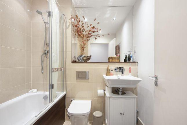 Bathroom of Cygnet House, Drake Way, Reading RG2