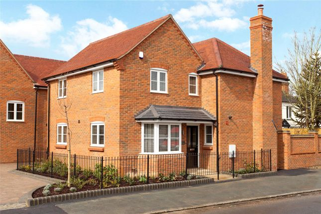 Thumbnail Detached house for sale in Hedsor Road, Bourne End, Buckinghamshire