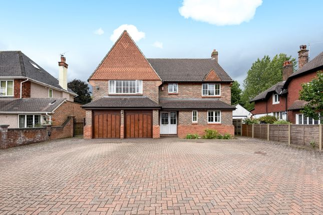 5 bed detached house to rent in Woodcote Grove Road, Coulsdon