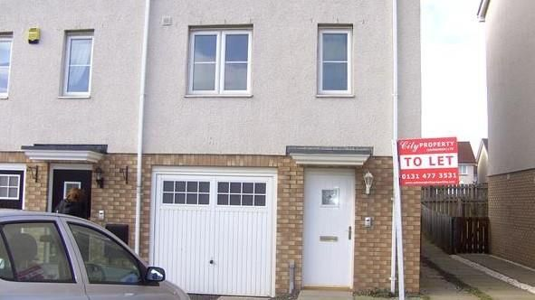 Thumbnail Town house to rent in Queens Crescent, Livingston