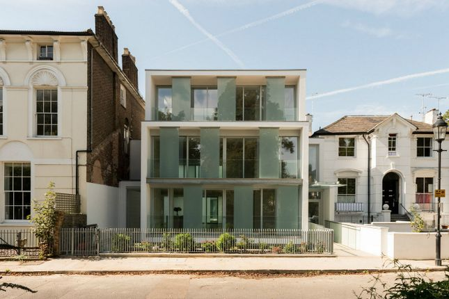 Thumbnail Flat for sale in Barnsbury Square, London
