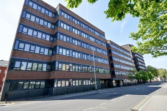 Thumbnail Flat for sale in Farnsby Street, Swindon