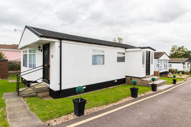3 Bed Mobile Park Home For Sale In Dunton Brentwood